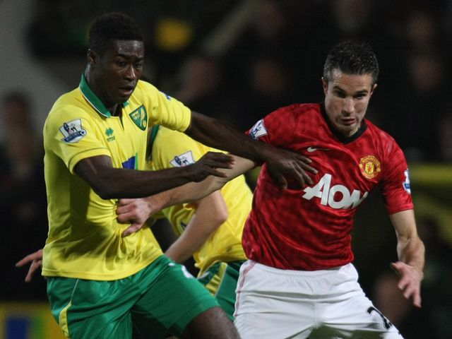 Alexander Tettey and Robin van Persie battle for the ball