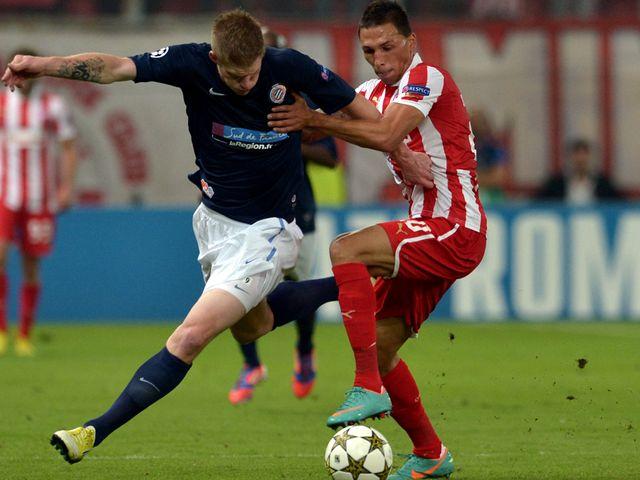 Dimitris Siovas battles with Gaetan Charbonnier