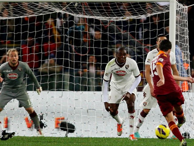 Miralem Pjanic fires home Roma's second