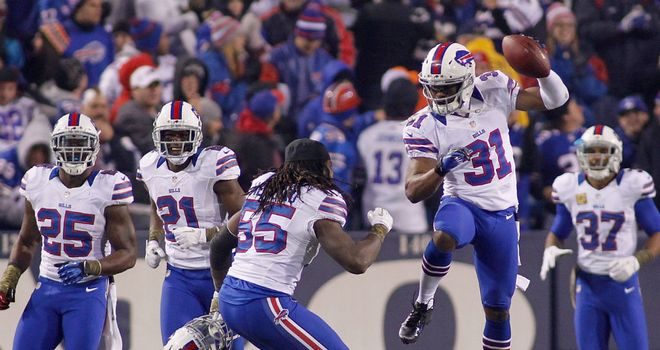 Jairus Byrd (31) and Kelvin Sheppard (55) of the Buffalo Bills celebrate