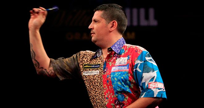 Gary Anderson: Scot advanced to quarter-finals in Minehead