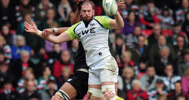 Alun Wyn Jones: Injury blow for club and country