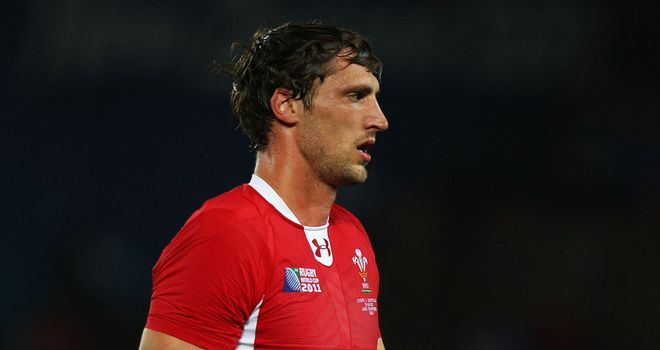 Luke Charteris: Knee injury likely to rule him out of Lions contention