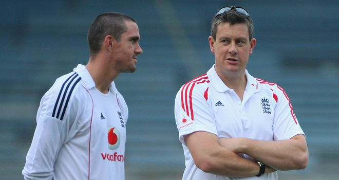 Kevin Pietersen and Ashley Giles: hoping to improve England's ODI record on Indian soil