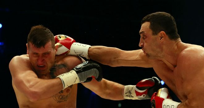 Wladimir Klitschko lands a right hand on Mariusz Wach