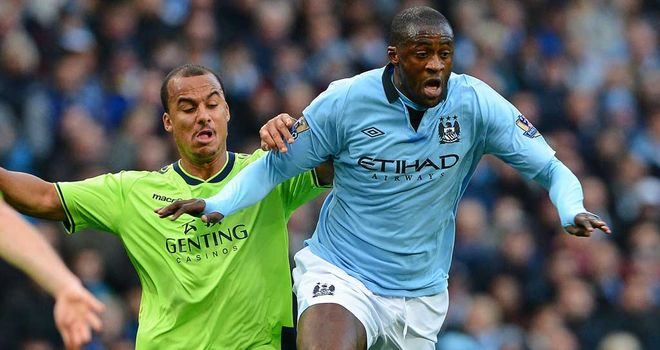 Yaya Toure: Roberto Mancini keen to keep midfielder at Manchester City in New Year