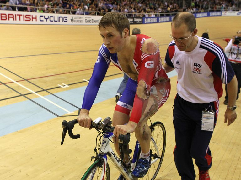 Jason Kenny: Crash in the keirin