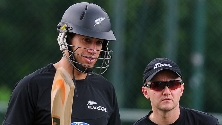 Ross Taylor (L) has agreed to return to play for coach Mike Hesson (R)