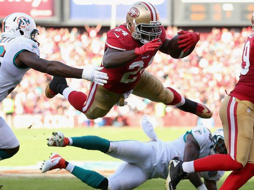 Anthony Dixon dives in for a San Francisco touchdown