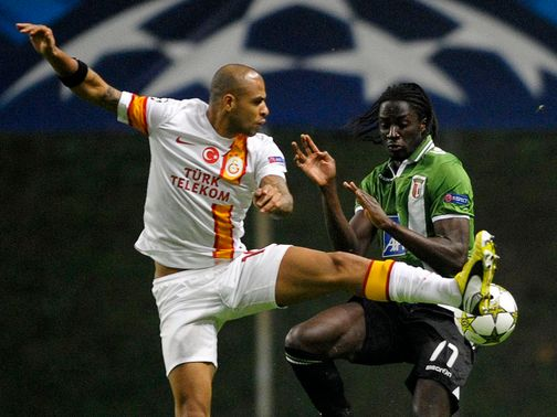 Felipe Melo and Eder battle for the ball