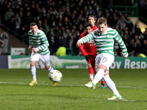 Kris Commons fired Celtic into the last 16