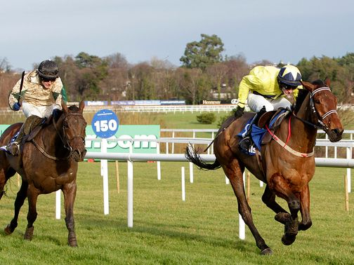 Anonis draws clear to win the maiden hurdle