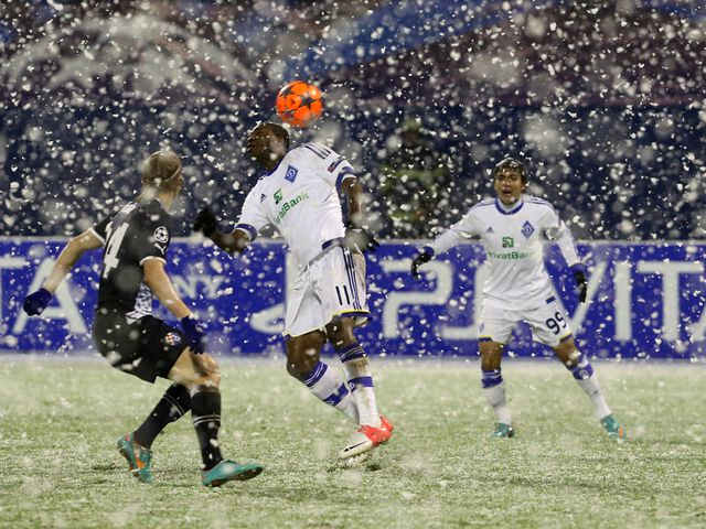 Domagoj Vida and Ideye Brown battle it out in the snow