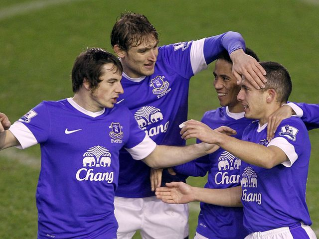 Everton players congratulate Osman