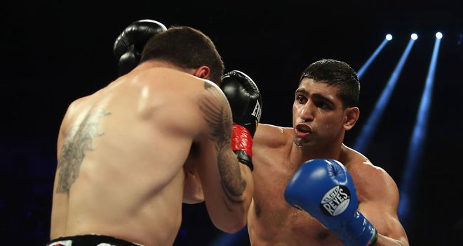 Amir Khan: won his first bout with new trainer Virgil Hunter in his corner