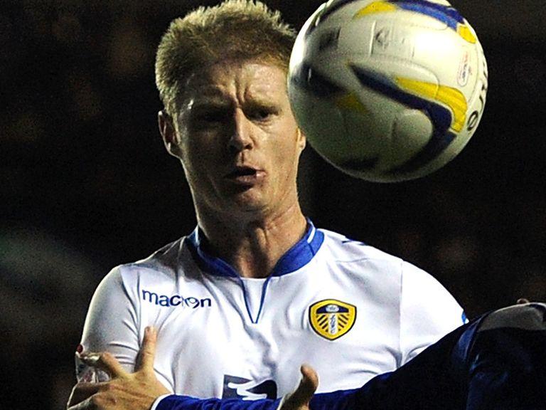 Alan Tate: Leeds loan extended
