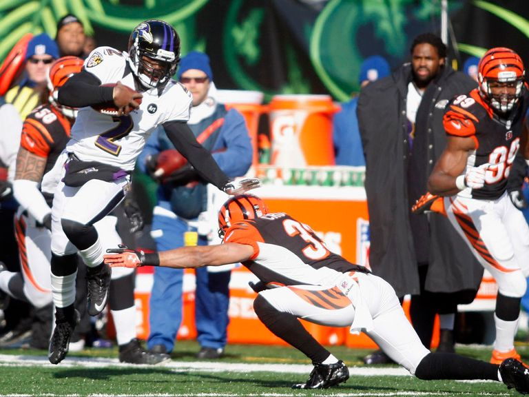 Tyrod Taylor runs upfield for the Ravens