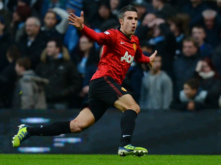 Robin van Persie celebrates his late winner at the Etihad
