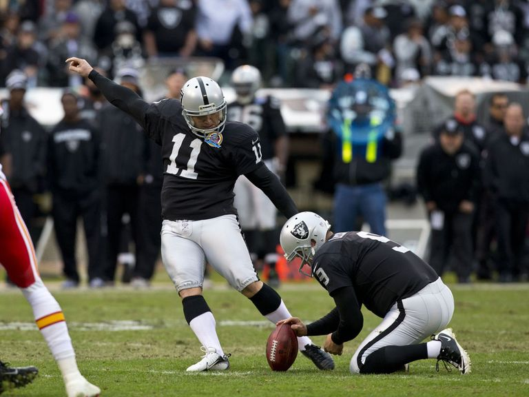 Janikowski slots home one of his field goals