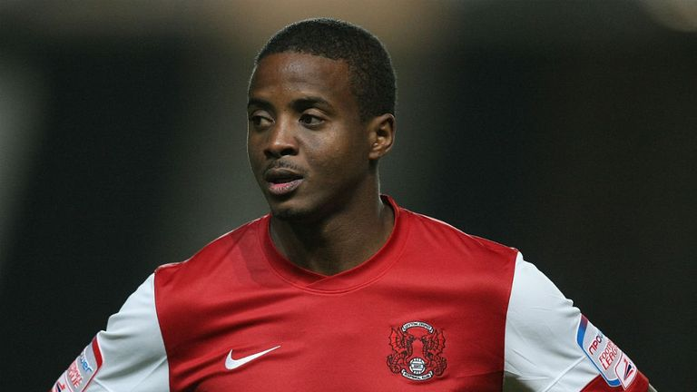 Kevin Lisbie: Extends stay at Leyton Orient until 2014