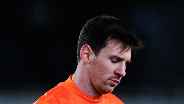 Lionel Messi looks dejected as Barcelona lose