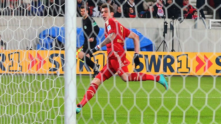 Mario Mandzukic nets for the leaders