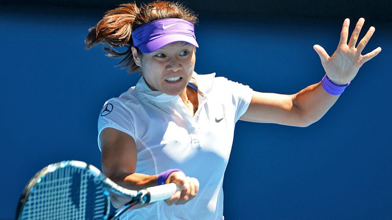Li Na: Through to the final in Melbourne after straight sets win over Maria Sharapova