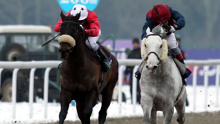 Spifer (right) wins at Kempton on Saturday