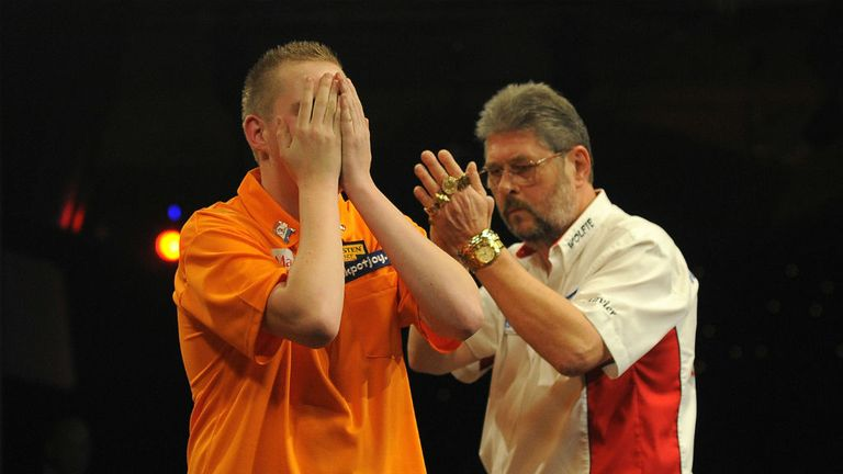 Martin Adams applauds Jimmy Hendriks after his surprise victory