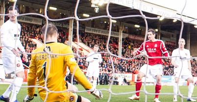 Scott Vernon: Puts Aberdeen ahead at Pittodrie