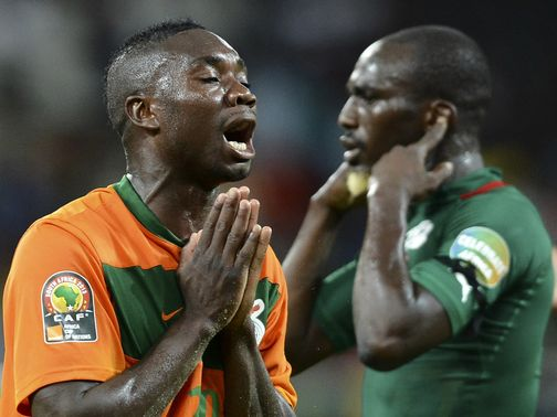 Zambia&#39;s Emmanuel Mayuka shows his frustration