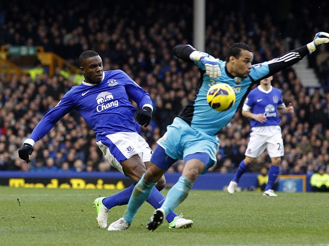 Victor Anichebe can't quite beat Michel Vorm