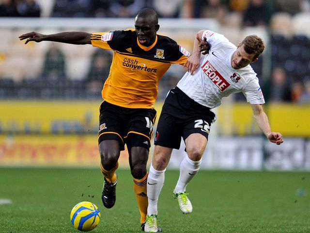 Seyi Olofinjana and Martin Rowlands battle for possession