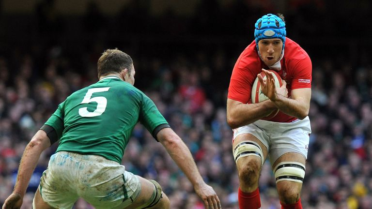 Justin Tipuric has been promoted to the starting line-up for Wales' trip to Paris