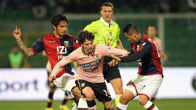 Diego Fabbrini takes on Juan Manuel Vargas
