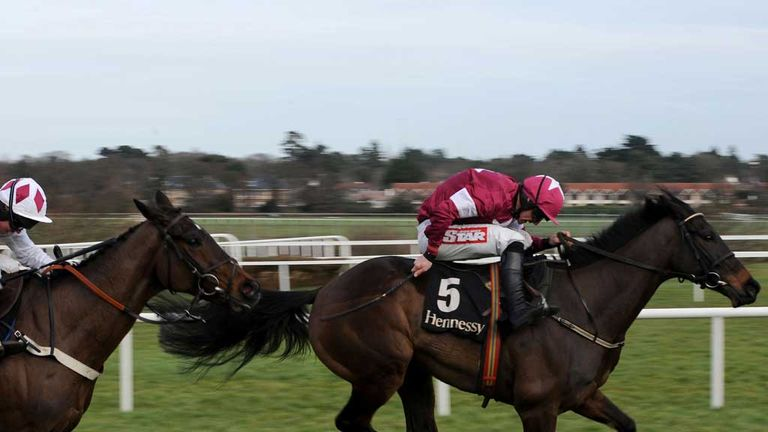 Flemenstar: Chases Sir Des Champs in vain