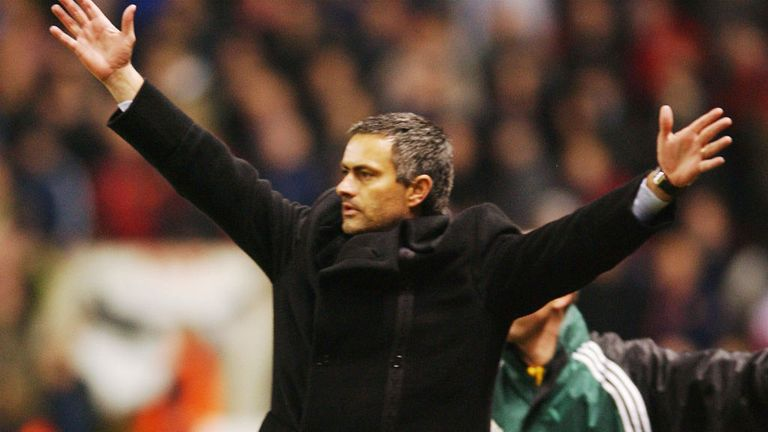 Mourinho celebrates knocking out United with Porto in 2004