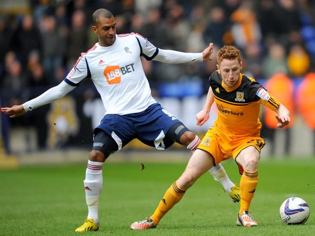 David Ngog and Stephen Quinn battle for the ball