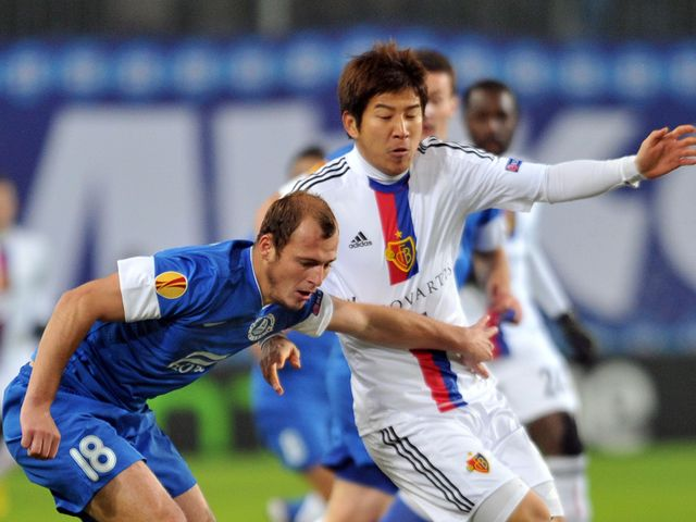 Roman Zozulya  holds off Joo-Ho Park