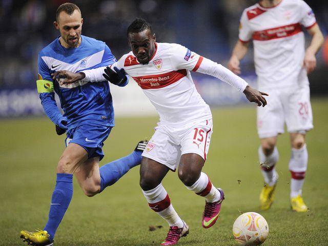Thomas Buffel challenges Stuttgart's Arthur Boka for the ball