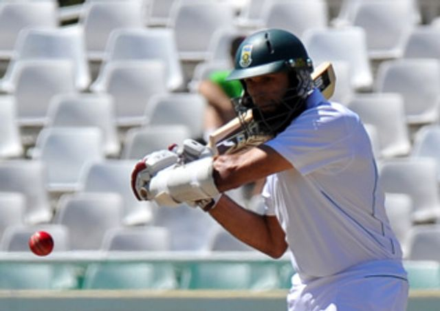 Hashim Amla: Helped Surrey to a vital win