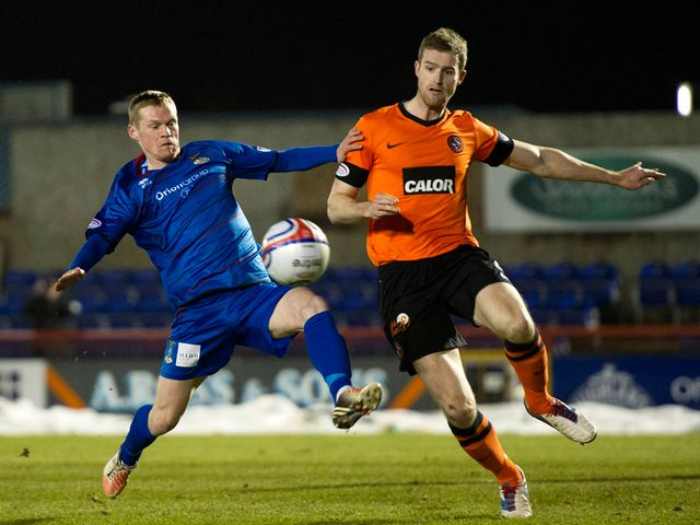Billy McKay and Brian McLean battle for the ball
