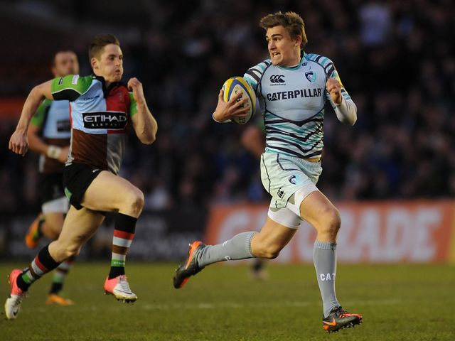 Toby Flood breaks clear for a Leicester try