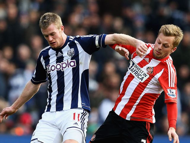 Chris Brunt holds off Sunderland's Seb Larsson
