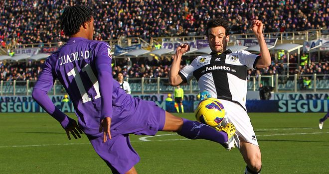 Cuadrado tries to fire the ball away from Parolo.