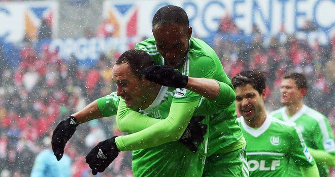 Wolfsburg celebrate Naldo's goal
