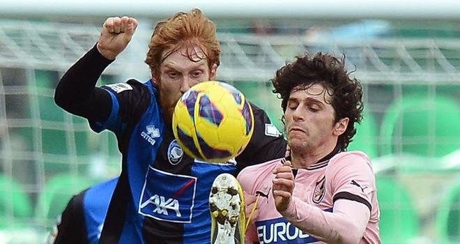 Biondini and Fabbrini battle for the ball.
