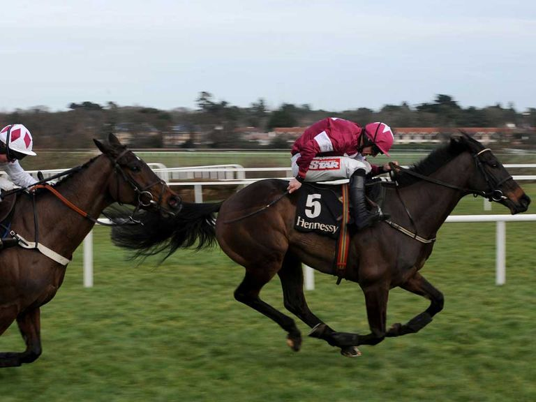 Sir Des Champs holds off Flemenstar in the Irish Hennessy