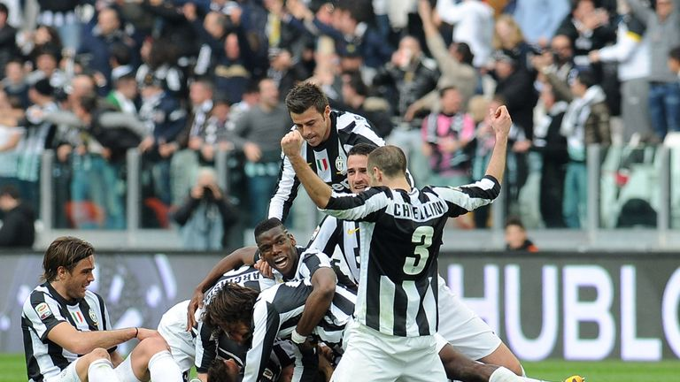 Juventus: Celebrate Emanuele Giaccherini goal against Catania