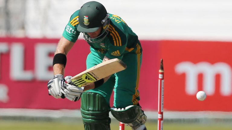 South Africa lost two wickets in two balls at the very start.